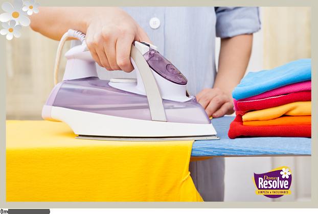 Como limpar o ferro de passar roupas a vapor