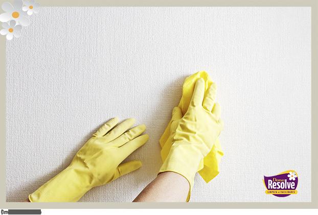 Como limpar as paredes sem danificá-las